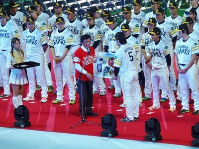 福岡県知事からの贈呈.jpg