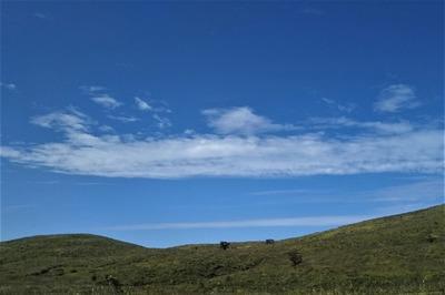 秋吉台と雲.jpg