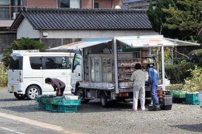 移動店舗「おひさま号」.jpg