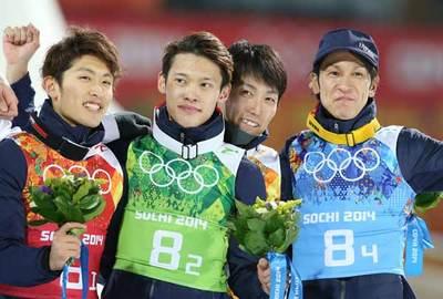 笑顔を見せる(左から)清水、竹内、伊東、葛西.jpg