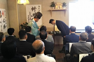 笠本俊也県議会議員玉串奉奠1.jpg