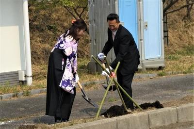 笠本県議会議員と藤田さん.jpg