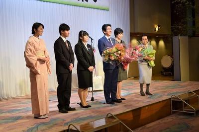花束贈呈者との記念撮影.jpg
