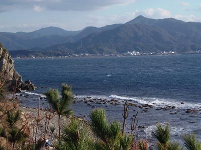 花津浦の浜と長門市街地.jpg
