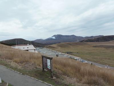 草千里と中岳1.jpg