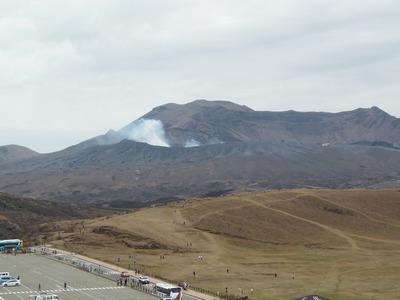 草千里と中岳2.jpg