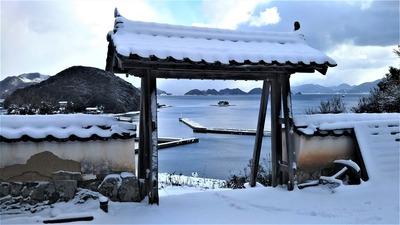 薬師山本廟の山門.jpg
