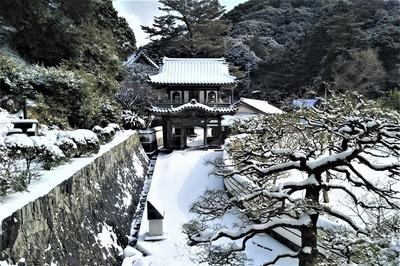 西園寺参道・山門・本堂.jpg