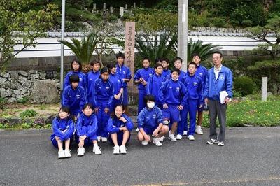 西圓寺前で記念撮影.jpg