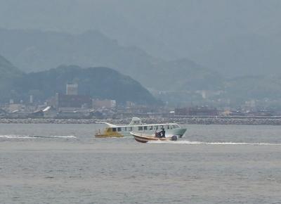 観光船と遊漁船.jpg