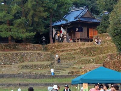 赤崎神社と楽桟敷.jpg