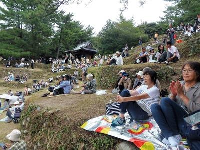 赤崎神社楽桟敷2.jpg