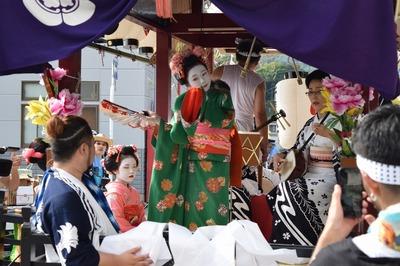 踊り子の優美な舞1.jpg