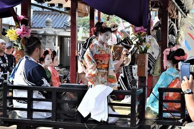 踊り子の優美な舞3.jpg