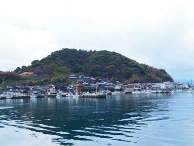 通漁港と西山.jpg
