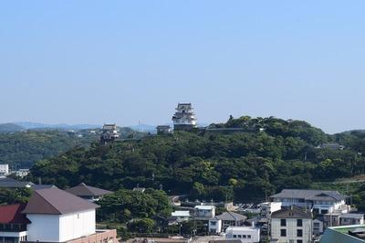 部屋からの平戸城.jpg