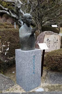 野村望東尼胸像.jpg