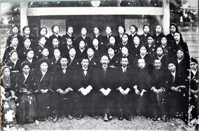 金子みすゞ大津高等女学校こ卒業写真1920.3.JPG
