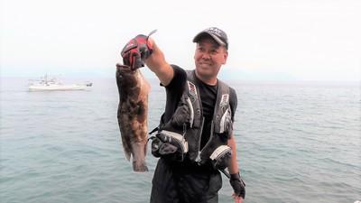 釣り師とアラ.jpg