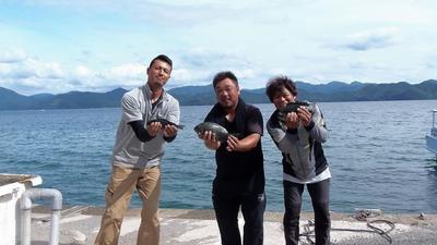 釣り師とクロの釣果.jpg