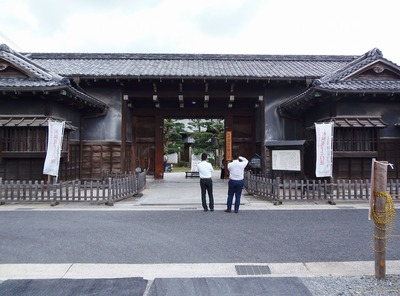 長屋門と番人室.jpg