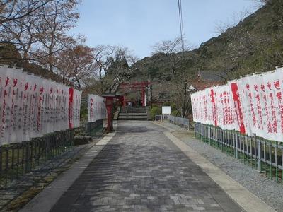 長門豊川稲荷参道.jpg