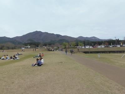 阿蘇山とグリーン広場.jpg