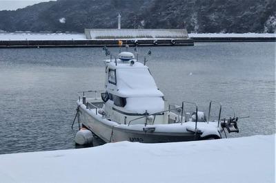 雪化粧の遊漁船.jpg