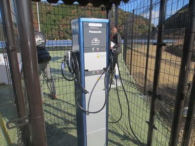 電気自動車充電スタンド.jpg