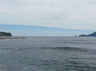 青い空と日本海の水平線.jpg
