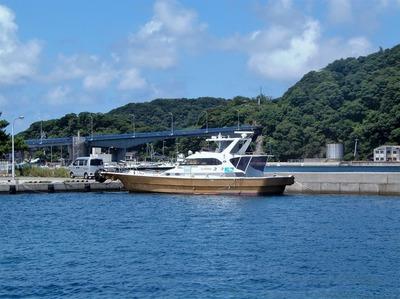青海大橋と遊漁船・海斗6.8.17.jpg