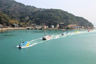 青海島観光汽船パレード1.jpg