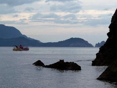 青海島観光船とクジラ岩.jpg