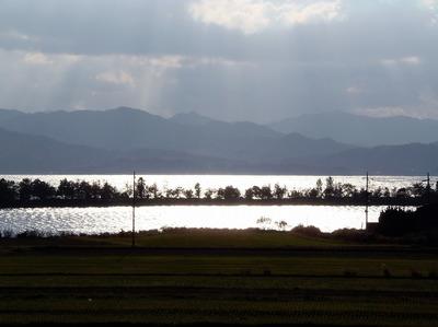 青海湖と波の橋立.jpg