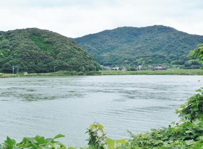 青海湖と青海地区の家並み.jpg