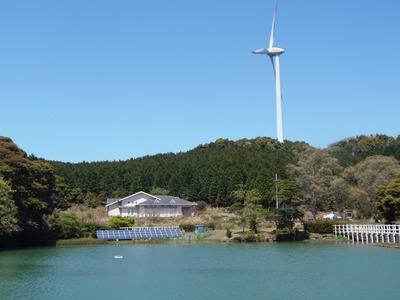 風車と太陽光パネル.jpg