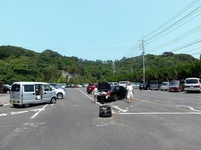 駐車場・ほぼ満車.jpg