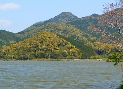 高山と青海湖3.jpg