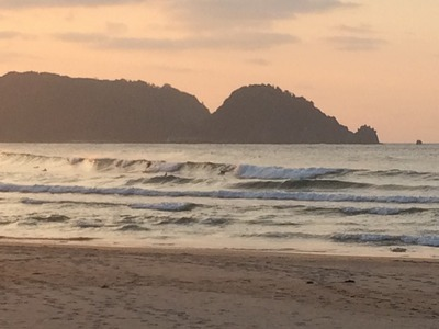 鳥取の海辺のサーフィン.jpg