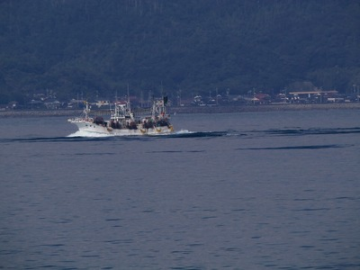 黄波戸沖の漁船.jpg