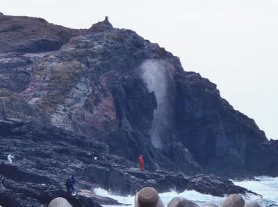 龍宮の潮吹と釣り師3.12.23.jpg