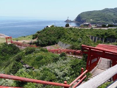 龍宮の潮吹側から続く123基の赤い鳥居.jpg