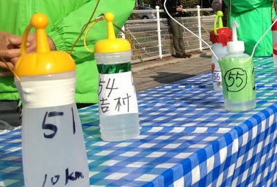 10km地点給水ボトル・51が川内選手.jpg