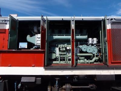 DE10ディーゼル機関車エンジン.jpg